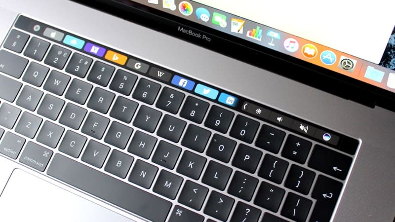 MacBook Pro z Touch Bar i Touch ID